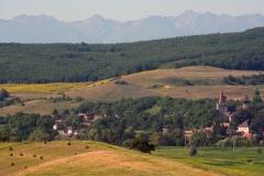 Aussicht auf das Dorf Hundertbücheln, das Büchelnfeld und die Karpaten