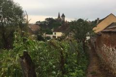 Kleine Gasse im Dorf